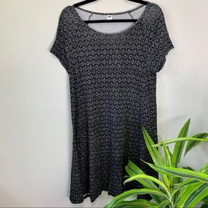 Old Navy Black/White Patterned Tee Dress